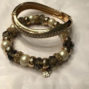 2 bracelets gold and silver pearls